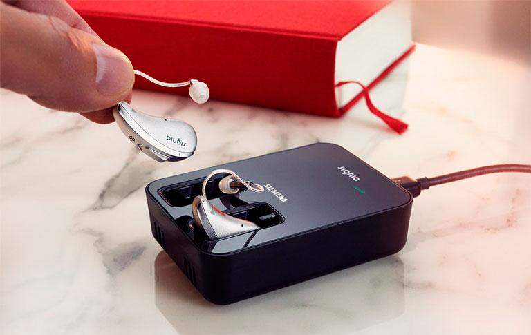 Cellion - O primeiro aparelho auditivo do mundo com carregamento por indução